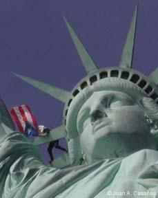 Tito na Estatua da Liberdade, Nova Iorque